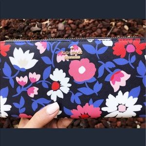 👛Kate Spade Wallet👛 New With Tag